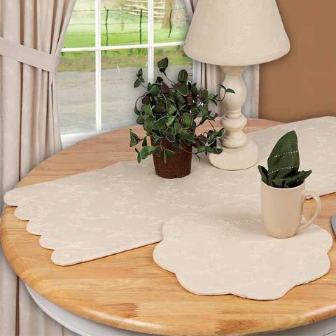 Candlewicking Table Runner Cream